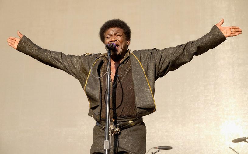67-letni wokalista, u którego w zeszłym roku zdiagnozowano nowotwór żołądka, wraca do zdrowia. Charles Bradley na jesień zaplanował trasę po Ameryce Północnej.
