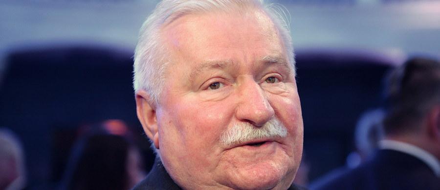 """Jest śledztwo w sprawie podejrzenia przestępstwa ujawnienia tajnych dokumentów przez Lecha Wałęsę - dowiedział się reporter RMF FM. Prokuratura wszczęła je po zawiadomieniu Agencji Bezpieczeństwa Wewnętrznego. Chodzi o dokument Urzędu Ochrony Państwa z adnotacją """"tajne"""", który znalazł się na profilu społecznościowym byłego prezydenta."""