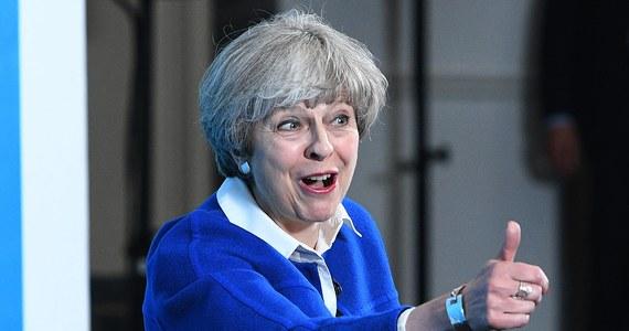 """Brytyjska Partia Konserwatywna może stracić w nadchodzących wyborach samodzielną większość w Izbie Gmin - wynika z opublikowanej dzisiaj prognozy podziału mandatów przygotowanej przez YouGov dla dziennika """"The Times"""". Tym samym powstaje pytanie o to, kto stworzy nowy rząd."""
