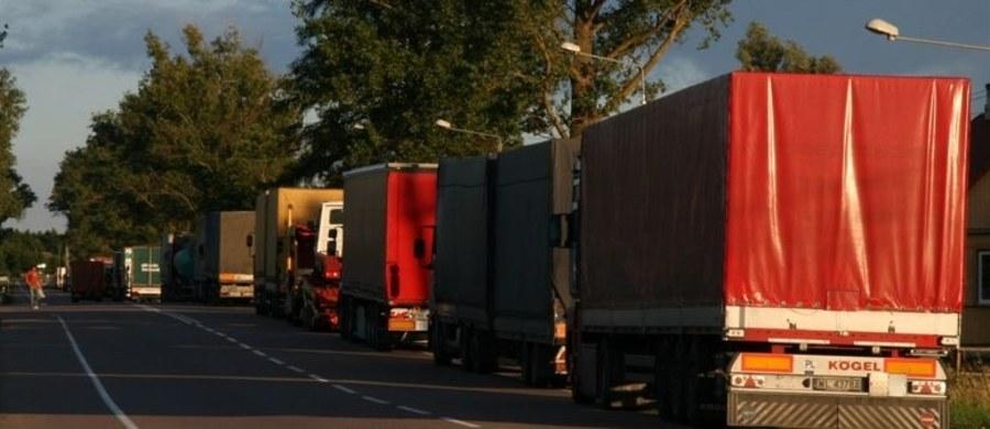 Czeka nas fala bankructw polskich firm transportowych. Komisja Europejska próbuje zniszczyć polski sektor przewozowy - w ten sposób Zrzeszenie Międzynarodowych Przewoźników Drogowych ocenia nową propozycję Brukseli. Chodzi o tzw. pakiet drogowy, który zakłada więcej biurokracji i wyższe koszty dla transportowców z nowych krajów Unii Europejskiej, w tym Polski.