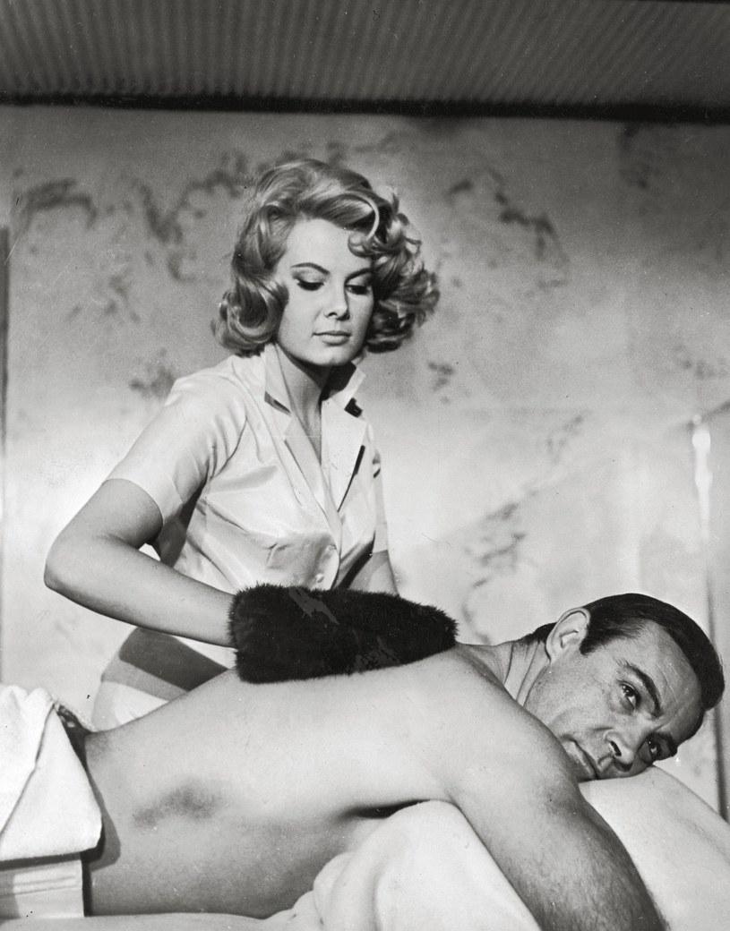 Molly Peters, pierwsza w historii dziewczyna Bonda, która rozebrała się na ekranie, nie żyje. Aktorka miała 75 lat.