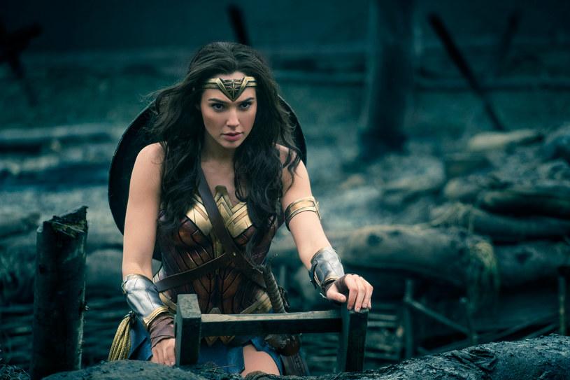 """""""Wonder Woman"""", ekranizacja bestsellerowej serii komiksów, pojawi się w kinach Cinema City już w czwartek, 1 czerwca, podczas specjalnych pokazów przedpremierowych. Do regularnej dystrybucji produkcja trafi dzień później."""