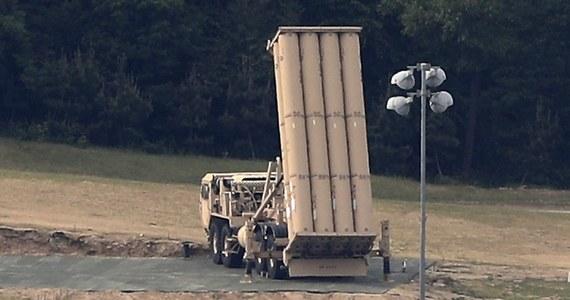 Południowokoreański pałac prezydencki poinformował w środę, że ministerstwo obrony zataiło przed prezydentem Mun Dze Inem wiadomość o sprowadzeniu do Korei Południowej czterech dodatkowych wyrzutni rakiet amerykańskiego systemu THAAD.