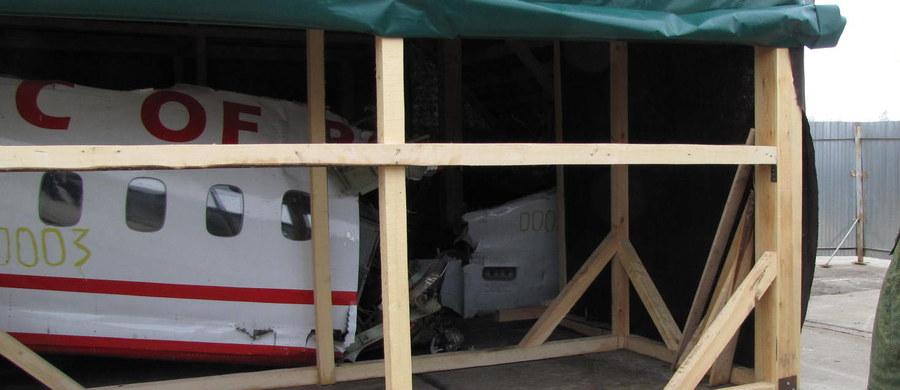 """Brytyjskie Forensic Explosives Laboratory (FEL) potwierdziło w specjalnym oświadczeniu, że otrzymało próbki prezydenckiego Tupolewa 154-M, który 10 kwietnia 2010 r. rozbił się w Smoleńsku. """"Planujemy zakończenie analizy w ciągu sześciu miesięcy"""" - poinformowano. Służby prasowe FEL dodały, że to zwyczajowy okres potrzebny do przeprowadzenia pełnej analizy próbek pod kątem ewentualnej obecności materiałów wybuchowych."""