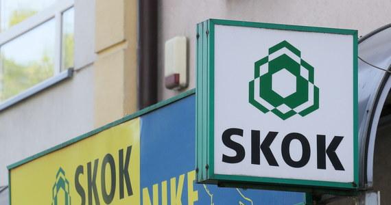 """Komisja Nadzoru Finansowego zawiesiła działalność Spółdzielczej Kasy Oszczędnościowo-Kredytowej Nike i zamierza wystąpić do sądu z wnioskiem o ogłoszenie upadłości tej spółdzielczej kasy. W opublikowanym dzisiaj komunikacie KNF podkreśla, że """"aktywa SKOK Nike nie wystarczają na zaspokojenie jej zobowiązań"""", a także, że już w lipcu ubiegłego roku stwierdzono """"głęboką niewypłacalność"""" SKOK Nike."""