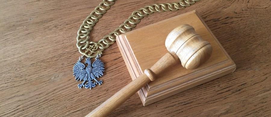 Na karę dożywotniego więzienia skazał Sąd Okręgowy w Legnicy Marcina K. oskarżonego o dokonanie czterech zabójstw w Legnicy (Dolnośląskie). Do zbrodni doszło w 2015 roku, a ofiarami były osoby starsze i schorowane.