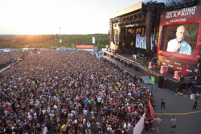Odbywający się w Nuerburgu (Nadrenia-Palatynat) festiwal rockowy Rock am Ring został w piątek wieczorem (2 czerwca) przerwany z powodu zagrożenia terrorystycznego - informują organizatorzy. Uczestnicy spokojnie opuścili teren festiwalowy, czyli tor wyścigów samochodowych.