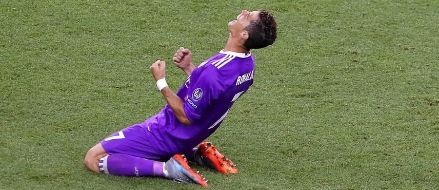 Media w Hiszpanii odnotowują, że finał piłkarskiej Ligi Mistrzów w Cardiff stał pod znakiem rekordów bitych przez Cristiano Ronaldo. Portugalczyk zdobył w sobotnim pojedynku z Juventusem Turyn, wygranym przez Real Madryt 4:1, dwie bramki.