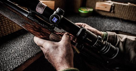 Do masowego zabójstwa doszło w nocy z soboty na niedzielę w obwodzie twerskim, na zachodzie Rosji. Pijany mężczyzna zastrzelił z broni myśliwskiej 9 osób. Przyczyną strzelaniny była kłótnia pomiędzy gośćmi na spotkaniu towarzyskim. Sprawcę zatrzymała policja.