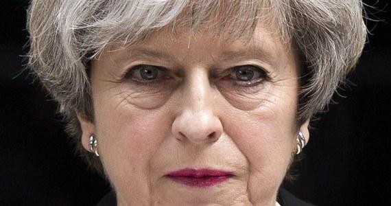 Brytyjska premier Theresa May oświadczyła, że przedterminowe wybory parlamentarne w Wielkiej Brytanii odbędą się zgodnie z planem w najbliższy czwartek. Jak dodała, kampania na poziomie ogólnokrajowym zostanie wznowiona w poniedziałek.