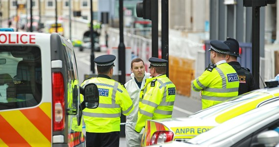 Londyńska policja metropolitalna poinformowała o zatrzymaniu 12 osób powiązanych z sobotnim zamachem terrorystycznym na moście London Bridge i targu Borough Market. W ataku zginęło co najmniej 7 osób, a 48 zostało rannych, spośród których aż 21 jest w stanie krytycznym. Do zatrzymań doszło w dzielnicy Barking na wschodzie miasta. Policjanci przeszukują także szereg innych adresów w okolicy.