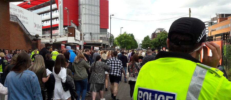 Mimo terrorystycznego ataku w Londynie w sobotę wieczorem, w Manchesterze trwa koncert, z którego wpływy będą przeznaczone na pomoc dla ofiar niedawnego tragicznego w skutkach zamachu w tym mieście. Jak informuje dziennikarz RMF FM Bogdan Frymorgen, zastosowano nadzwyczajne środki bezpieczeństwa.