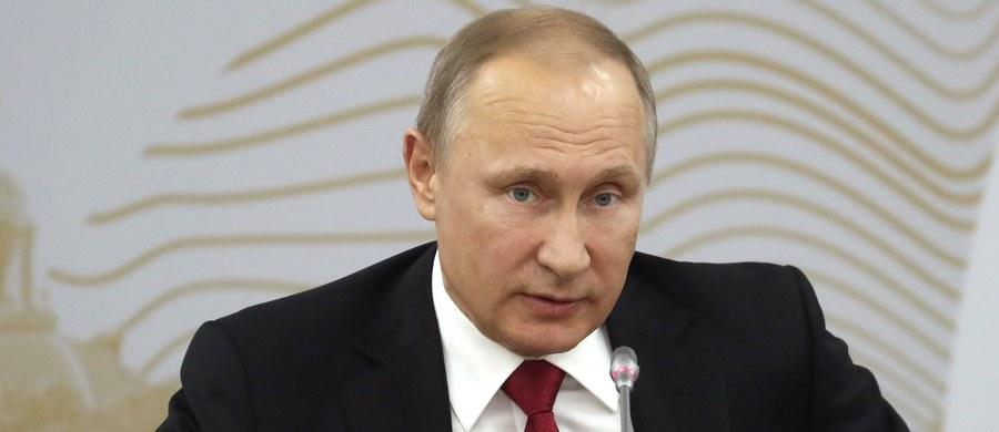 W wywiadzie dla amerykańskiej telewizji NBC prezydent Rosji Władimir oświadczył, że nawet nie porozmawiał z przyszłym doradcą prezydenta USA ds. bezpieczeństwa narodowego Michaelem Flynnem, gdy w roku 2015 siedzieli w Moskwie przy jednym stole.