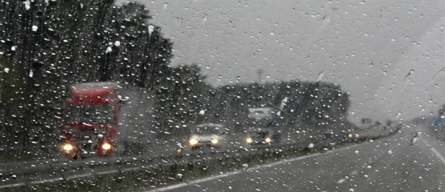 Ok. 6,3 tys. gospodarstw domowych zostało pozbawionych prądu w wyniku burz i nawałnic, które po południu i wieczorem przeszły nad województwie śląskim. Największe szkody wichura i deszcz wyrządziły w Zabrzu, gdzie połamane drzewa uszkodziły m.in. gazociąg i trakcję tramwajową.