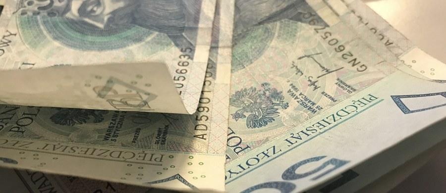 """Rząd chce zakazać przyznawania świadczeń z tytułu niezdolności do pracy osobom, które osiągną obniżony wiek emerytalny i to nawet wówczas, gdy nie pobierają emerytury – pisze """"Dziennik Gazeta Prawna""""."""