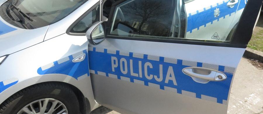 5 osób zostało rannych w wypadku, do jakiego doszło w Pażniewie koło Pruszkowa w województwie mazowieckim. Przewożący 7 osób bus wpadł tam do rowu. Jedna z poszkodowanych osób z urazami klatki piersiowej i oka została przetransportowana do szpitala śmigłowcem Lotniczego Pogotowia Ratunkowego.