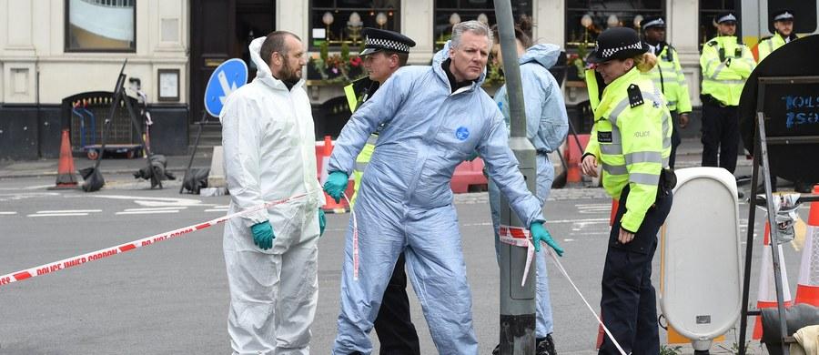 Brytyjska policja zna tożsamość sprawców sobotniego zamachu w Londynie, w którym zginęło 7 osób. Na razie nie ujawnia jednak ich nazwisk.