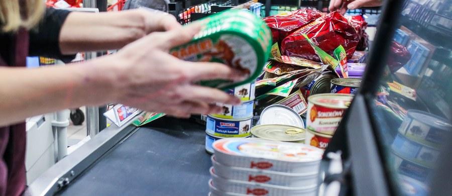 """Jest plan odejścia od zakazu handlu na rzecz skrócenia czasu pracy sklepów - informuje """"Rzeczpospolita""""."""