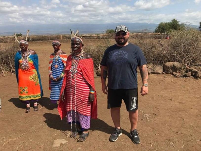 """Patryk Vega poinformował 5 czerwca na swym profilu na Facebooku, że część zdjęć do jego najnowszego filmu """"Botoks"""" realizowana jest właśnie w Afryce."""
