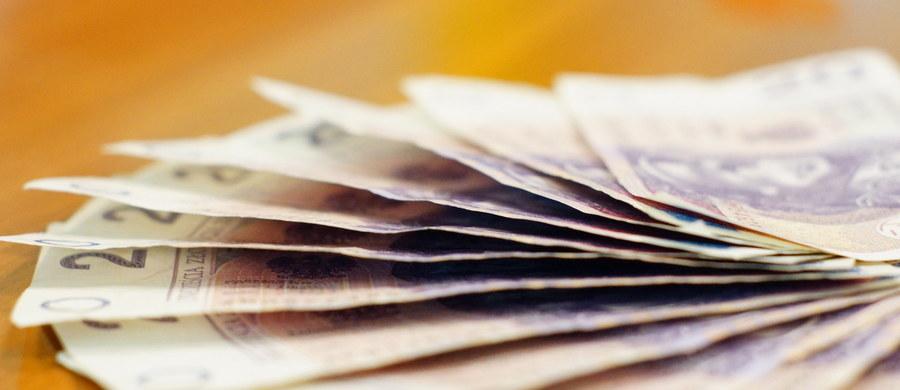 Płaca minimalna w górę o 80 złotych. Od nowego roku ma wzrosnąć do 2080 złotych – taką propozycję ustalił rząd– informują dziennikarze RMF FM.