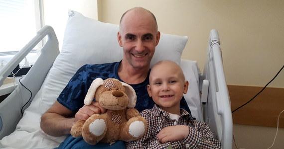 Tomasz Gollob spotkał się w bydgoskim szpitalu z siedmioletnim Michałem, który choruje na rozległy nowotwór tkanek miękkich. Chłopiec marzył o tym, żeby poznać żużlowego mistrza. Sportowiec zgodził się natychmiast.