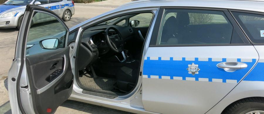 Agresja na drodze w Sosnowcu. Policja szuka kierowcy, który pobił pasażera z innego samochodu. Uderzony mężczyzna przeszedł poważną operację.