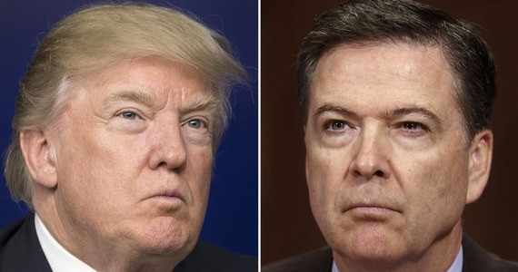 """Zaplanowane na dziś zeznania byłego dyrektora FBI Jamesa Comeya przed senacką komisją ds. wywiadu - zdaniem komentatorów - zapowiadają się na jedno z najważniejszych wydarzeń politycznych ostatnich lat w USA. Wszystkie największe amerykańskie stacje telewizyjne zmieniły programy, by na żywo transmitować zeznania Comeya. Główne programy informacyjne przygotowały specjalne komunikaty zapowiadające """"przełomowe wiadomości"""", a CNN zamieściła na ekranie zegar odliczający czas do rozpoczęcia zeznań. Pierwsze przesłuchanie Comeya przed senacką komisją ma się rozpocząć o godz. 10 (godz. 16 w Polsce)."""