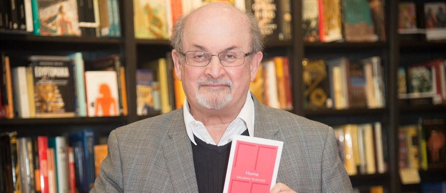 """Zachód powinien skończyć z głupim zaślepieniem wobec dżihadyzmu, które polega na twierdzeniu, że nie ma on nic wspólnego z islamem - mówi brytyjski pisarz Salman Rushdie w wywiadzie dla francuskiego tygodnika """"L'Obs""""."""