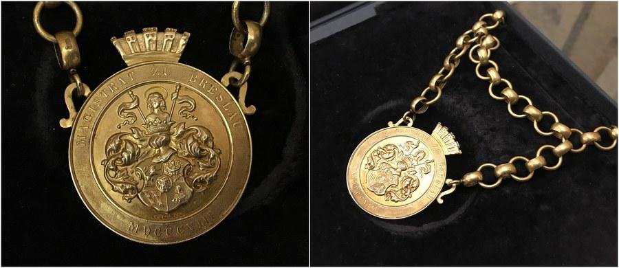 Klejnot nadburmistrza Breslau wrócił do Wrocławia. Srebrny łańcuch z herbem miasta powstał około 1880 roku w Berlinie na zamówienie wrocławskiego magistratu. Do 1945 roku nosili go nadburmistrzowie. W trakcie wojny łańcuch zaginął. Odnalazł się w 2006 roku na aukcji w Niemczech. Kupiła go tam prywatna firma, której przedstawiciel przekazał dziś łańcuch do Muzeum Miejskiego we Wrocławiu.