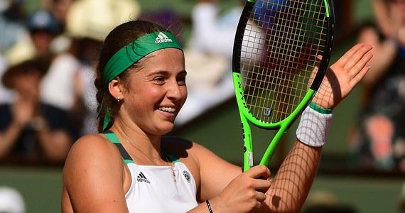 Jelena Ostapenko została sensacyjną finalistką wielkoszlemowego turnieju na paryskich kortach im. Rolanda Garrosa! W półfinale Łotyszka pokonała w trzech setach Timeę Bacsinszky 7:6, 3:6, 6:3. Sprawiła sobie tym samym piękny urodzinowy prezent, a rywalce urodziny… popsuła. Ostapenko skończyła dzisiaj 20 lat, a Bacsinszky 28.