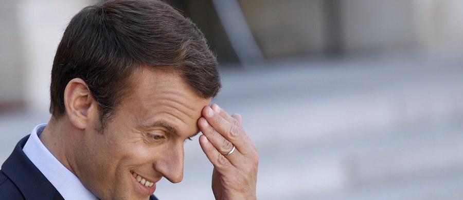 Przed I turą wyborów we Francji rośnie poparcie dla partii Republique En Marche (LREM) prezydenta Emmanuela Macrona - wynika z piątkowego sondażu. Wskazuje on, że wraz z centrową partią MoDem prezydenckie ugrupowanie zdobędzie w wyborach bezwzględną większość.