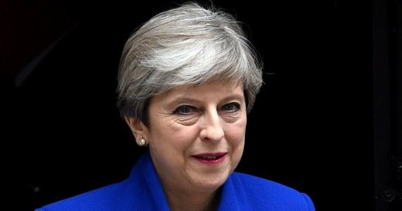 Theresa May otrzymała od królowej Elżbiety II misję stworzenia nowego rządu. Brytyjska premier zapowiedziała, że przystąpi do stworzenia nowego rządu Partii Konserwatywnej przy wsparciu Partii Demokratycznych Unionistów (DUP). Z komunikatu Downing Street wynika, że obsada kluczowych resortów pozostała bez zmian.