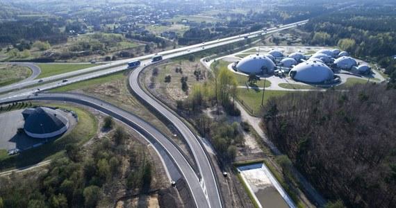 Od dziś kierowcy mogą korzystać z nowego węzła Rudno na autostradzie A4 Katowice-Kraków. Po rozbudowie umożliwia on wjazd na autostradę w obu kierunkach oraz bezpośredni zjazd z niej do małopolskich gmin Alwernia, Krzeszowice i Spytkowice.