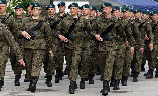 W ten weekend odbywają się pierwsze dwudniowe szkolenia rotacyjne dla żołnierzy terytorialnej służby wojskowej. Ich główne tematy to przetrwanie i umiejętności medyczne. Pierwsze kilkunastodniowe szkolenia ochotnicy do WOT - rezerwiści i ci, którzy wcześniej nie służyli w wojsku - przeszli w maju.