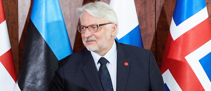 """Dotychczasowe decyzje NATO mogą być wystarczające w odniesieniu do konfliktów hybrydowych, ale jeśli Rosja będzie rozwijać potencjał wojskowy, trzeba będzie pomyśleć o nowych rozwiązaniach - powiedział szef MSZ Witold Waszczykowski wywiadzie dla francuskiego dziennika """"Le Figaro""""."""