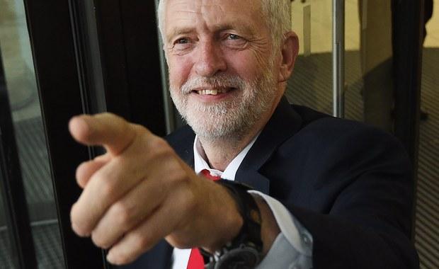 """Lider opozycyjnej Partii Pracy Jeremy Corbyn ocenił w niedzielę, że sytuacja polityczna po czwartkowych wyborach parlamentarnych jest """"chaotyczna"""". Podkreślił, że jest """"całkiem możliwe"""", że w ciągu najbliższych miesięcy Brytyjczycy będą musieli ponownie pójść do urn."""