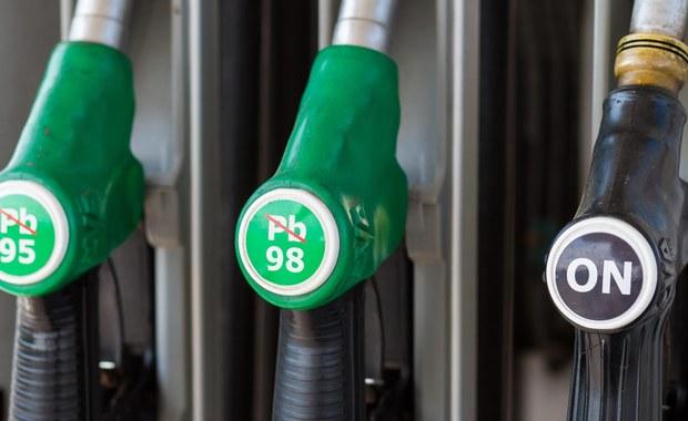 Policjanci z lubelskiego CBŚP przy współpracy z UCS rozbili gang, który zajmował się odbarwianiem oleju opałowego, który następnie wprowadzali na rynek jako olej napędowy. Na ich działalności państwo mogło stracić ponad 10 milionów złotych.