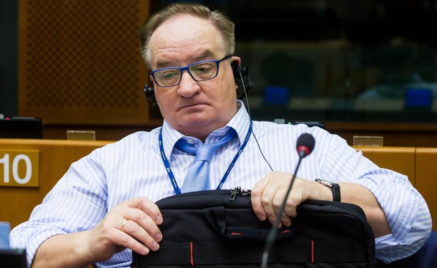 """Byłem na sali plenarnej, kiedy Donald Tusk poparł procedurę Komisji Europejskiej prowadzącą do sankcji przeciw Polsce. Powiedziałem sobie w myślach: """"Co za szmata"""" – mówi w rozmowie z tygodnikiem """"wSieci"""" Jacek Saryusz-Wolski, europoseł niezrzeszony. Były polityk Platformy Obywatelskiej odpowiada m.in. na pytania dotyczące swojej kandydatury na przewodniczącego Rady Europejskiej."""