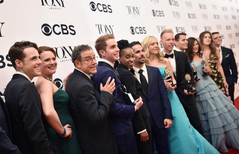 """""""Dear Evan Hansen"""" o nastoletnim outsiderze, który musi stawić czoło rzeczywistości po śmierci kolegi ze szkoły, został okrzyknięty najlepszym musicalem podczas niedzielnego rozdania nagród Tony, jednych z najważniejszych nagród teatralnych na świecie."""