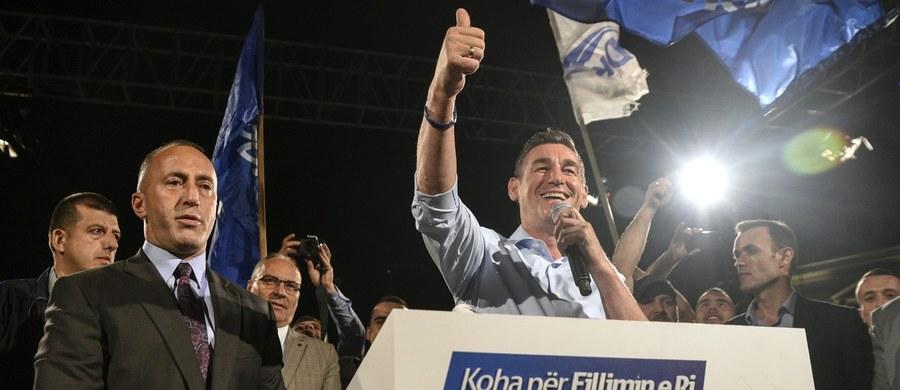 Przeprowadzone w niedzielę przedterminowe wybory parlamentarne w Kosowie przyniosły zwycięstwo partiom radykalnym, które - jak wskazuje agencja dpa - już teraz podsycają liczne konflikty zarówno w tym najmłodszym państwie Europy, jak i wokół niego.