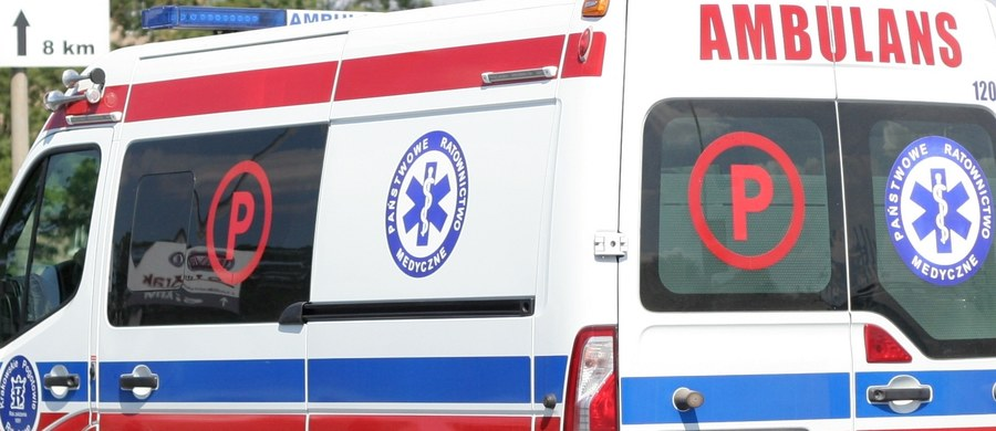 O godz. 16 rozpoczął się kolejny etap protestu ratowników medycznych. Przez tydzień zespoły ratownictwa, uczestniczące w akcji, będą transportowały pacjentów z użyciem sygnałów dźwiękowych i świetlnych - zapowiada Roman Badach-Rogowski z Krajowego Związku Zawodowego Pracowników Ratownictwa Medycznego.