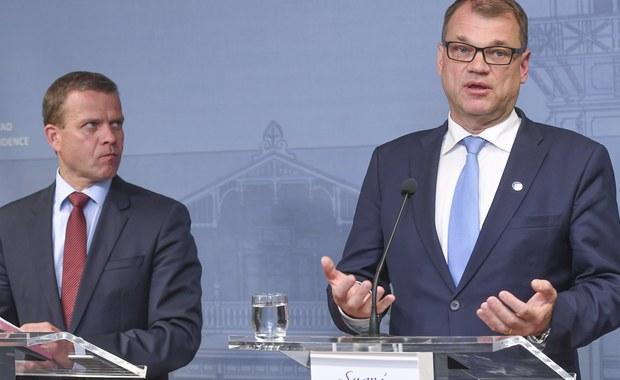 Premier Finlandii Juha Sipila ogłosił, że nie ma warunków do współpracy w rządzie z nowym kierownictwem Partii Finów. Nie powiodła się próba porozumienia z jej nowym liderem Jussim Halla-aho, eurosceptykiem znanym z nacjonalistycznych poglądów. W grę wchodzi próba powołania nowej koalicji lub wcześniejsze wybory parlamentarne.
