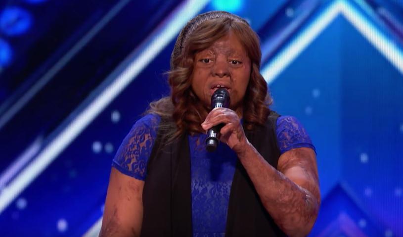 """Pochodząca z Nigerii, a mieszkająca w Stanach Zjednoczonych Kechi Catches, cudem uniknęła śmierci w katastrofie lotniczej. Jurorom """"Mam talent"""" zdradziła, że gdy leżała w szpitalu nie mogąc się nawet poruszyć, muzyka była jej jedyną ucieczką."""