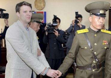 Korea Płn. zwolniła amerykańskiego studenta. Od ponad roku jest w śpiączce