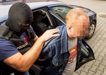 Areszt dla 42-latka, który podłożył bombę pod autem żony, nauczycielki z Warlubia