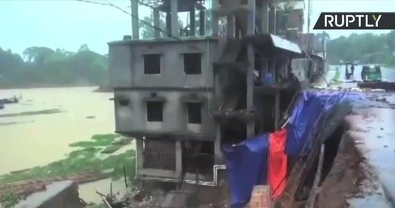 Do 110 wzrosła liczba zabitych w lawinach błotnych w Bangladeszu, blisko 90 osób odniosło ciężkie obrażenia. Osuwiska spowodowane są silnym deszczem, który - jak przewidują meteorolodzy - ma się jeszcze utrzymać w najbliższych dniach. Akcja ratunkowa jest utrudniona, ponieważ zwały błota zablokowały drogi dojazdowe do zniszczonych terenów. Służby cały czas szukają jednak rannych, którzy mogą jeszcze znajdować się pod ziemią. Wśród ofiar są żołnierze, którzy dołączyli do poszukiwań. Z zagrożonych terenów ewakuowano dotąd ponad dwa tysiące mieszkańców.