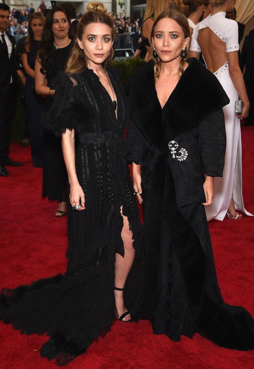 """Mary-Kate i Ashley Olsen, amerykańskie aktorki, znane m.in. z popularnego w latach 90. serialu """"Pełna chata"""" czy filmu """"Czy to ty, czy to ja?"""", bliźniaczki określane mianem """"najbardziej znanych sióstr świata"""", świętowały 31. urodziny."""