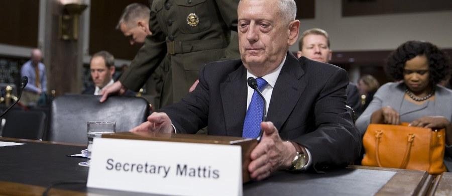 Szef Pentagonu James Mattis, który zeznaje we wtorek przed senacką podkomisją zasobów i środków dla sił zbrojnych, potwierdził, że prezydent USA Donald Trump dał mu prawo do ewentualnego zwiększenia liczby amerykańskich wojsk w Afganistanie, Iraku i Syrii.