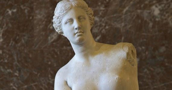 """Władze greckiej wyspy Milos rozpoczęły kampanię na rzecz powrotu w rodzinne strony słynnej rzeźby znanej jako Wenus z Milo, która jest jedną z głównych atrakcji paryskiego Luwru - podał dziennik """"Le Figaro"""". Władze Francji są sceptyczne."""