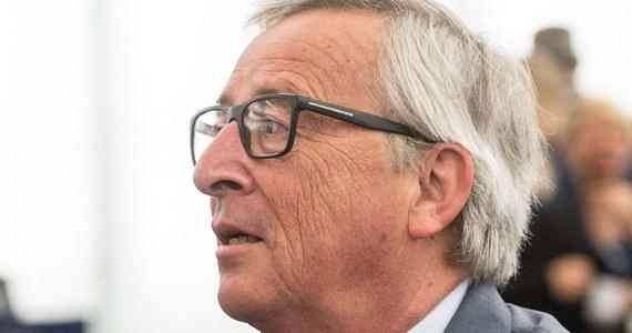 Szef Komisji Europejskiej Jean-Claude Juncker skrytykował kraje odmawiające przyjmowania uchodźców ze względu na kolor skóry lub wyznanie, co jest jego zdaniem sprzeczne z misją UE. Opowiedział się jednak przeciwko sankcjom finansowym wobec tych krajów.